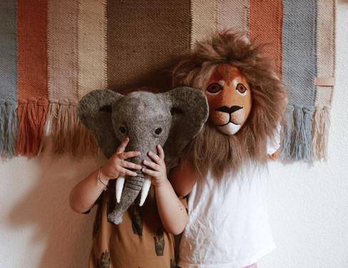 Filzelefant-Löwe Wand
