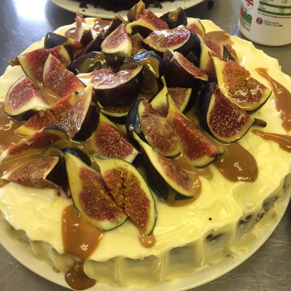 Fresh fig, hazelnuts & coffee cake