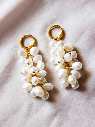 Everly Pearl Earrings