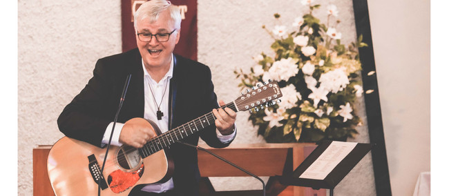 Priest performs musical tribute in St Catherine's fundraiser
