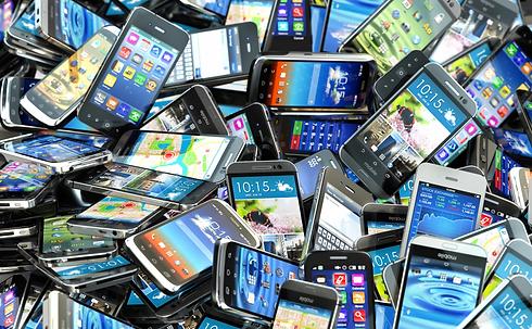 pile-of-smartphones.jpg