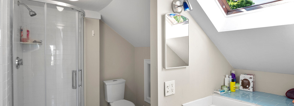 20_Sheldon_2_Bathroom_2.JPG