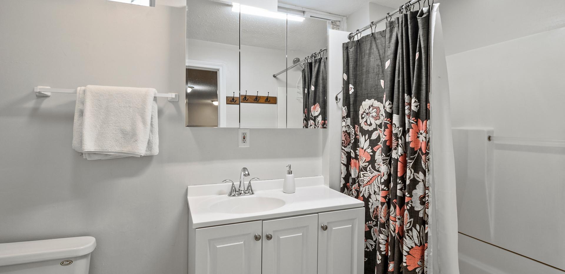 32_Shelby_B_Bathroom.jpg