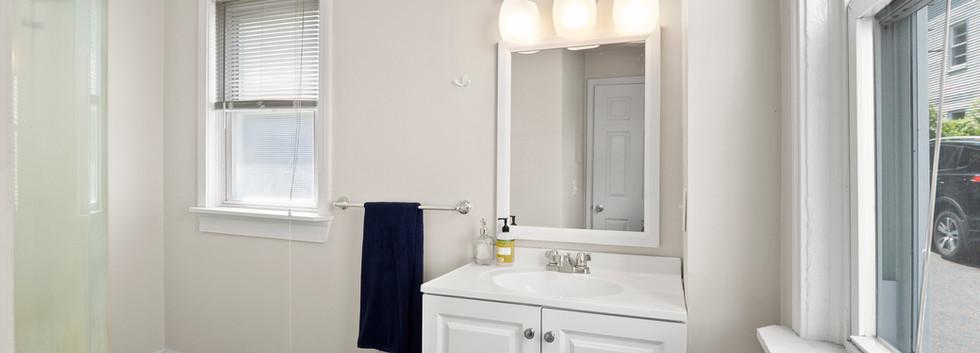 16_Governor_1_Bathroom.jpg