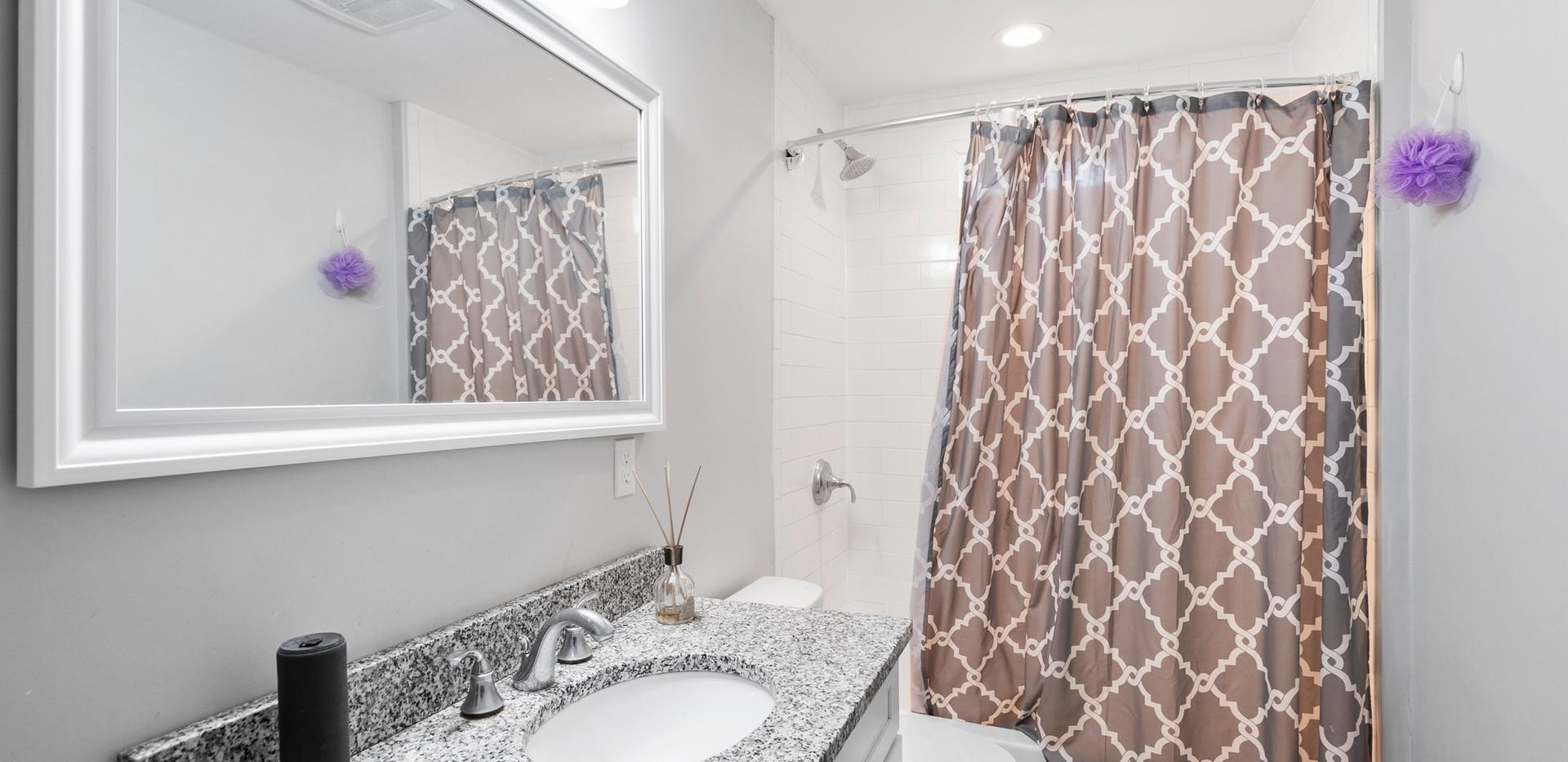 139_Adams_Bathroom1.jpg