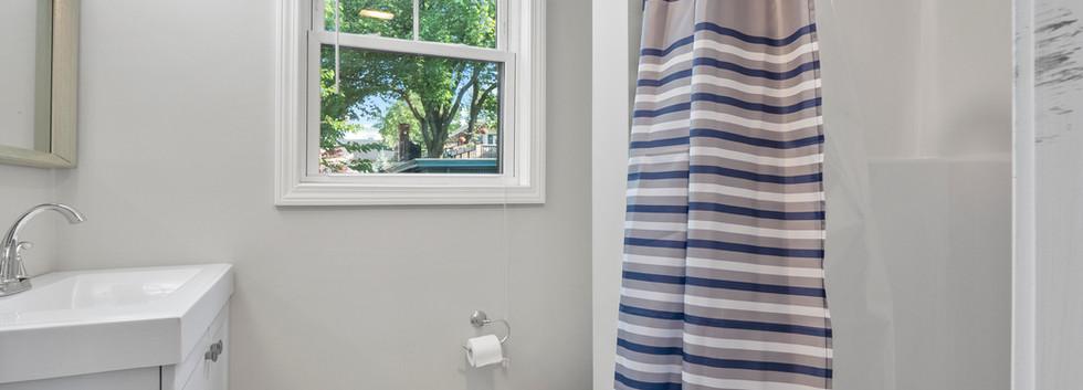Olney_3_Bathroom2.JPG