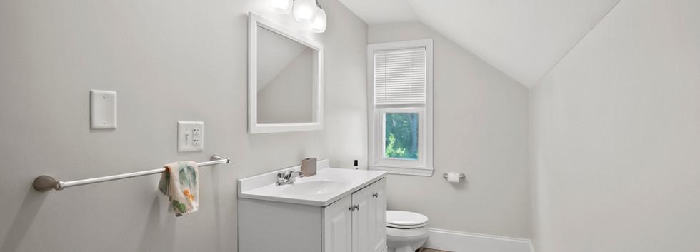 16_Governor_3_Bathroom.jpg