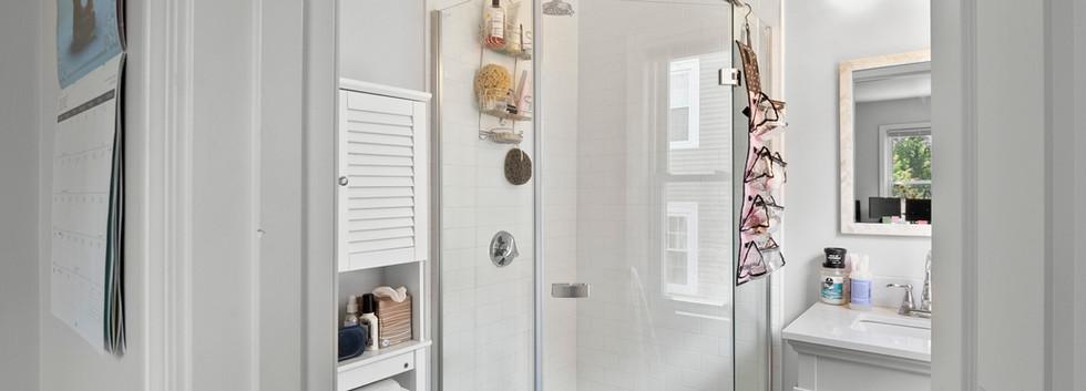 40_Governor_2_Bedroom_B_Private_Bathroom