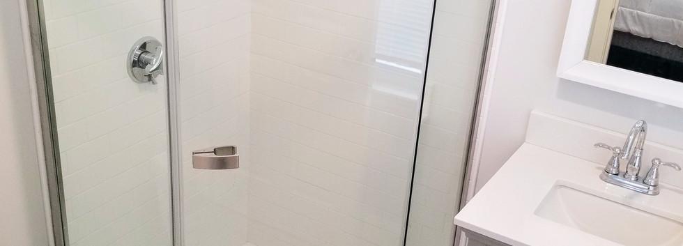 40_gov_1B_bathroom.jpg
