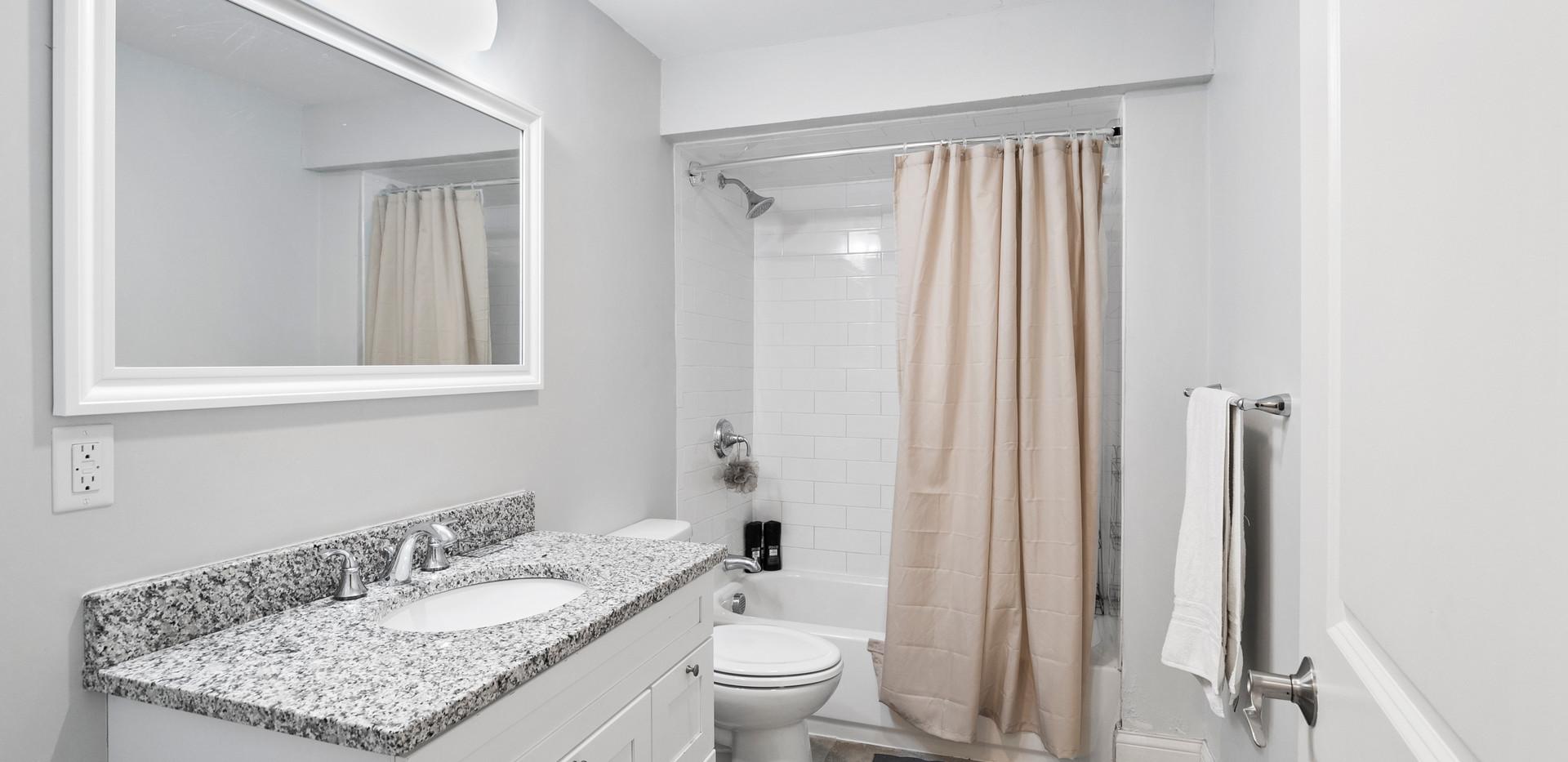 139_Adams_bathroom3.jpg