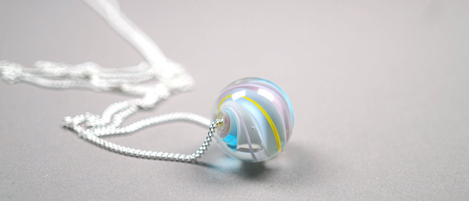 Murmelperle an Silberkette | Bead on a silver chain