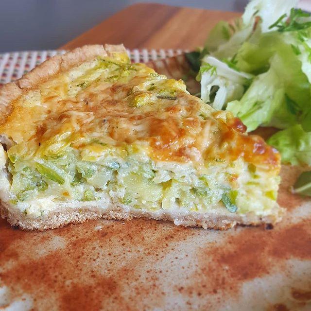 Quiche de abobrinha italiana e queijo de cabra