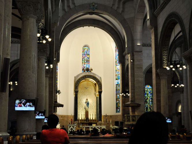 Inside Manila Cathedaral.jpg