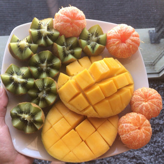 Kiwi, mango & mandarins.