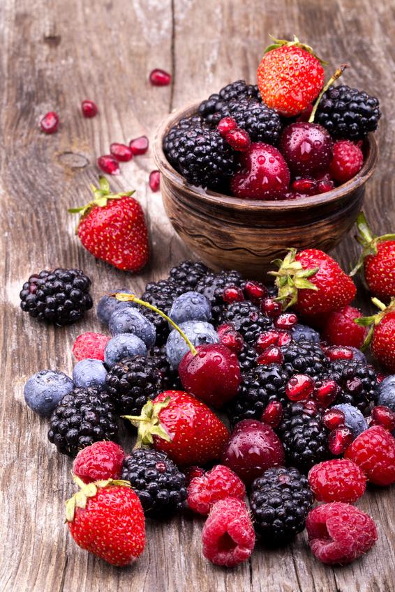 קערה+עם+פירות+יער