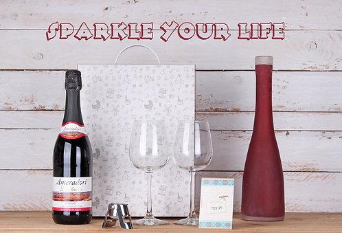 יין מבעבע עם 2 כוסות