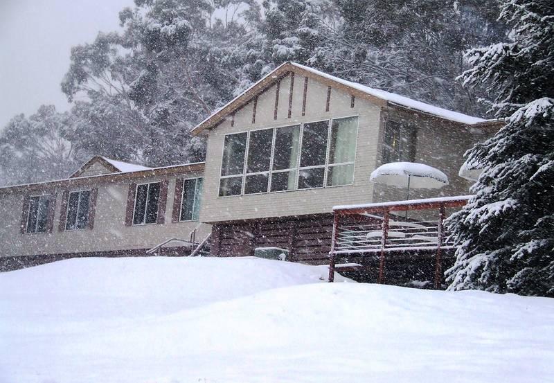cool_mountain_lodge-large