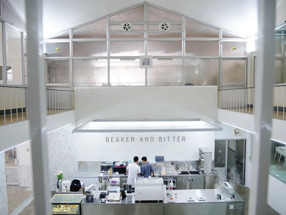 【BeaKer And Bitter】バンコク アーリーの元製薬工場がクールなカフェに大変身