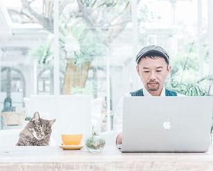 タイ・バンコクのデザイン事務所『McDesign-マックデザイン-』では、チラシ・名刺・メニューブック・会社案内・ロゴ等、紙媒体を中心としたグラフィックデザイン制作を行っています。