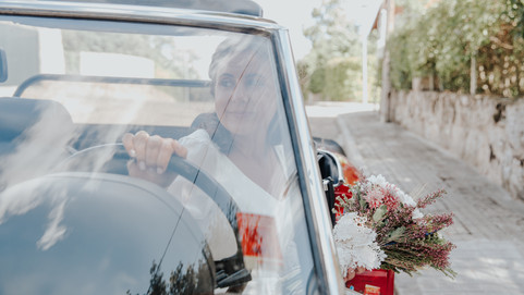 Novia en coche