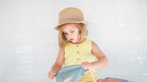 Niña y su bolso