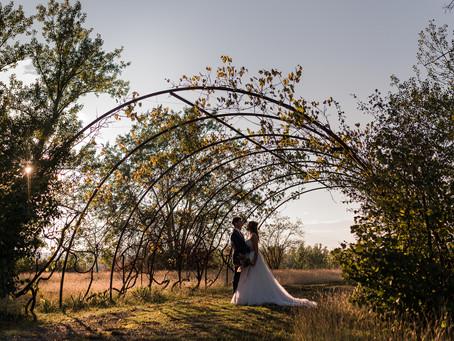 Un matrimonio autunnale tra candele, atmosfere romantiche e fiori essiccati