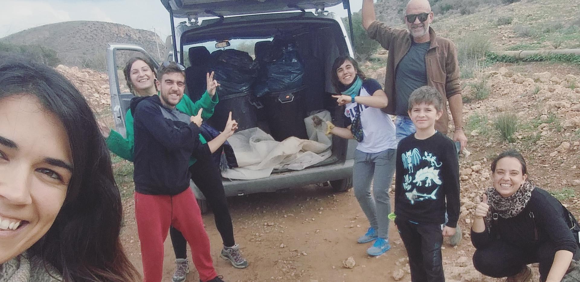 Equipo limpieza de alrededores(Wisa, Rafa, Laura, Orli, María, Adri y Belén)