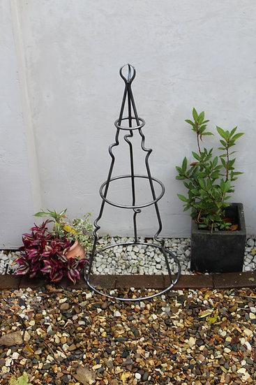Hand crafted half knot Obelisk