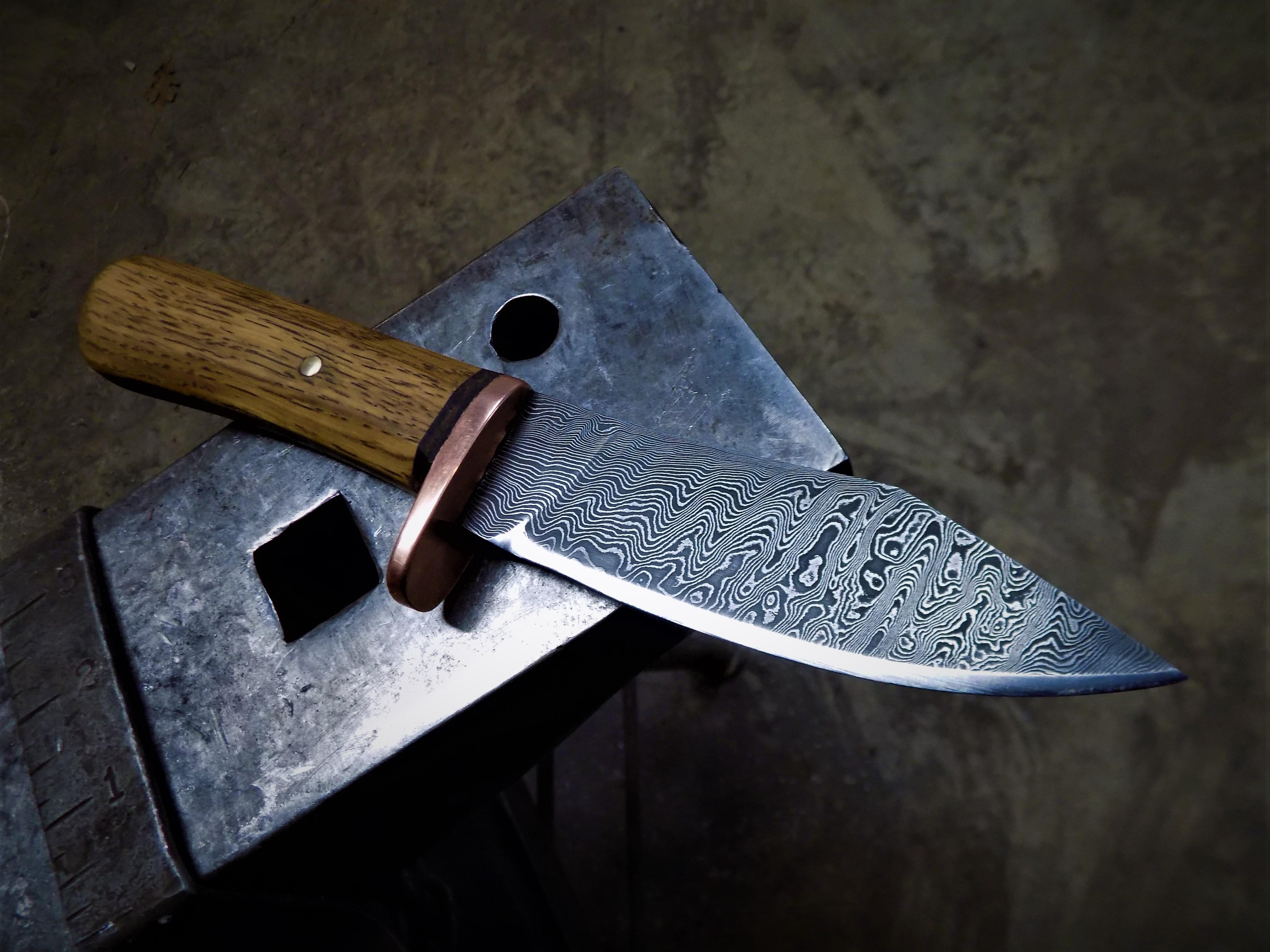ladder pattern utility knife