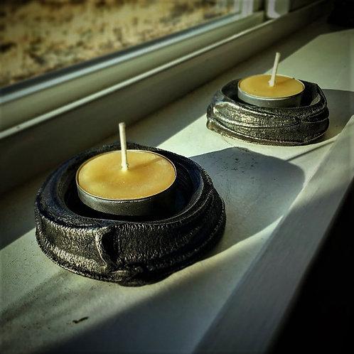Tea light candle holder
