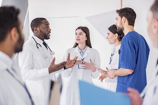 Equipe médica e de fisioterapia