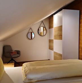 Gemütliches Schlafzimmer mit Dachschräge