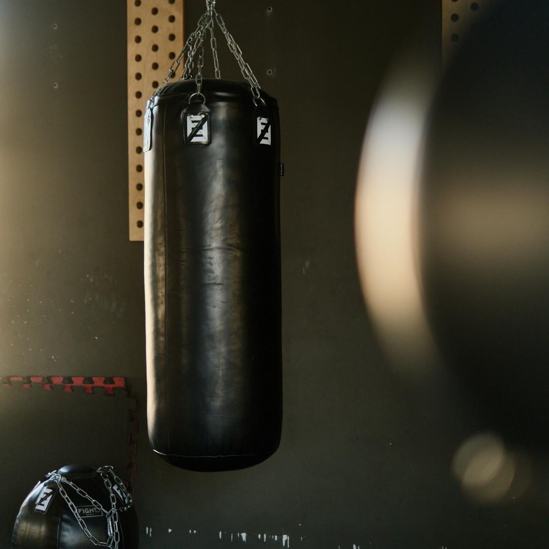 black-punching-bag-4162449.jpg