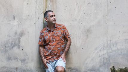 'Vivemos a carnavalização desenfreada de uma coisa horrível', diz Hilton Lacerda