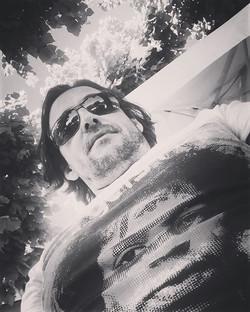 Lunch break under the trees with Jimi 🎶🎸😀#lunchbreak #guitarist #songwriting #musicman #jimihendr