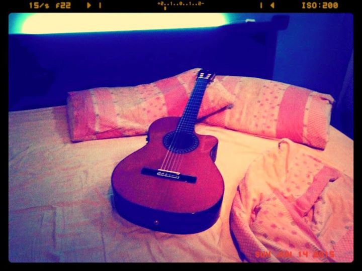 Lazy Sunday morning...._Playing in bed my Alhambra. And the rain keeps on  gently falling....