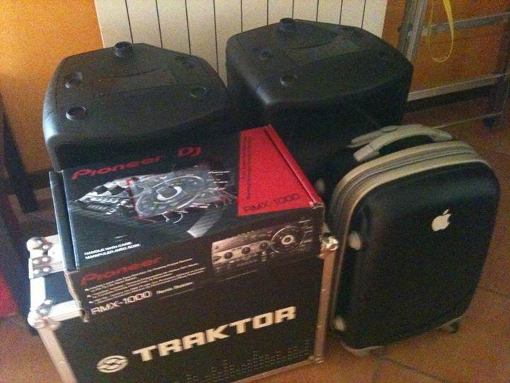 Situazione_ dj set pronto, equipment pronto per trasporto.