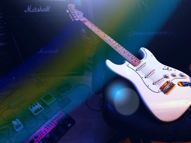 End of session 🎶🎸🙏🏻😀_#guitar #guitarist #fenderstratocaster #marshallamps #mywhitegirl #recordi