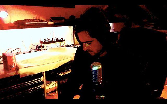 Night in studio 😀🎶🙏🏻🎸_Music never sleeps 🙌🌌_Pic by NiOki 🙏🏻🌹_#studiosetup #studiotime #voc