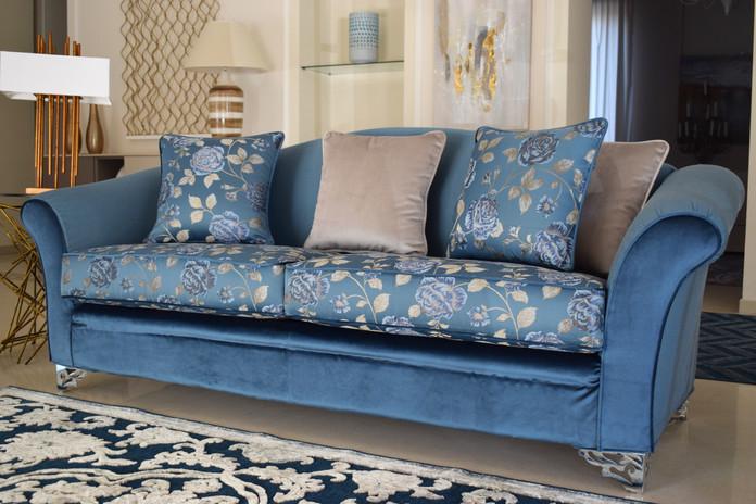 DSC_0366 foto divano blu.jpg