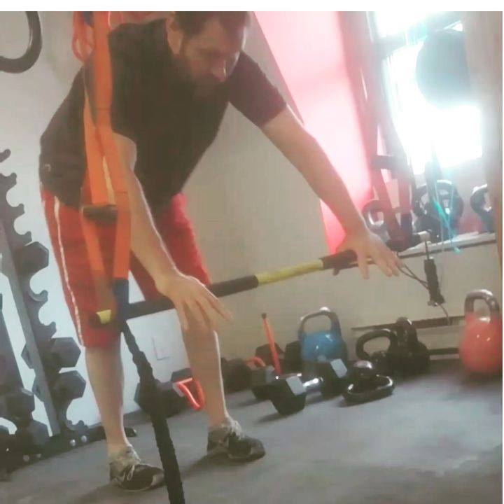 Stepping stone to barbell rollout. Super core burner. For more intensity drop the height! ##Gordysbootcamp #bootcampworkout #coreworkout #torontobootcamp #toronto #torontofitness #torontofit #fitness #torontolife #fatloss #abs #Gordysbootcamp