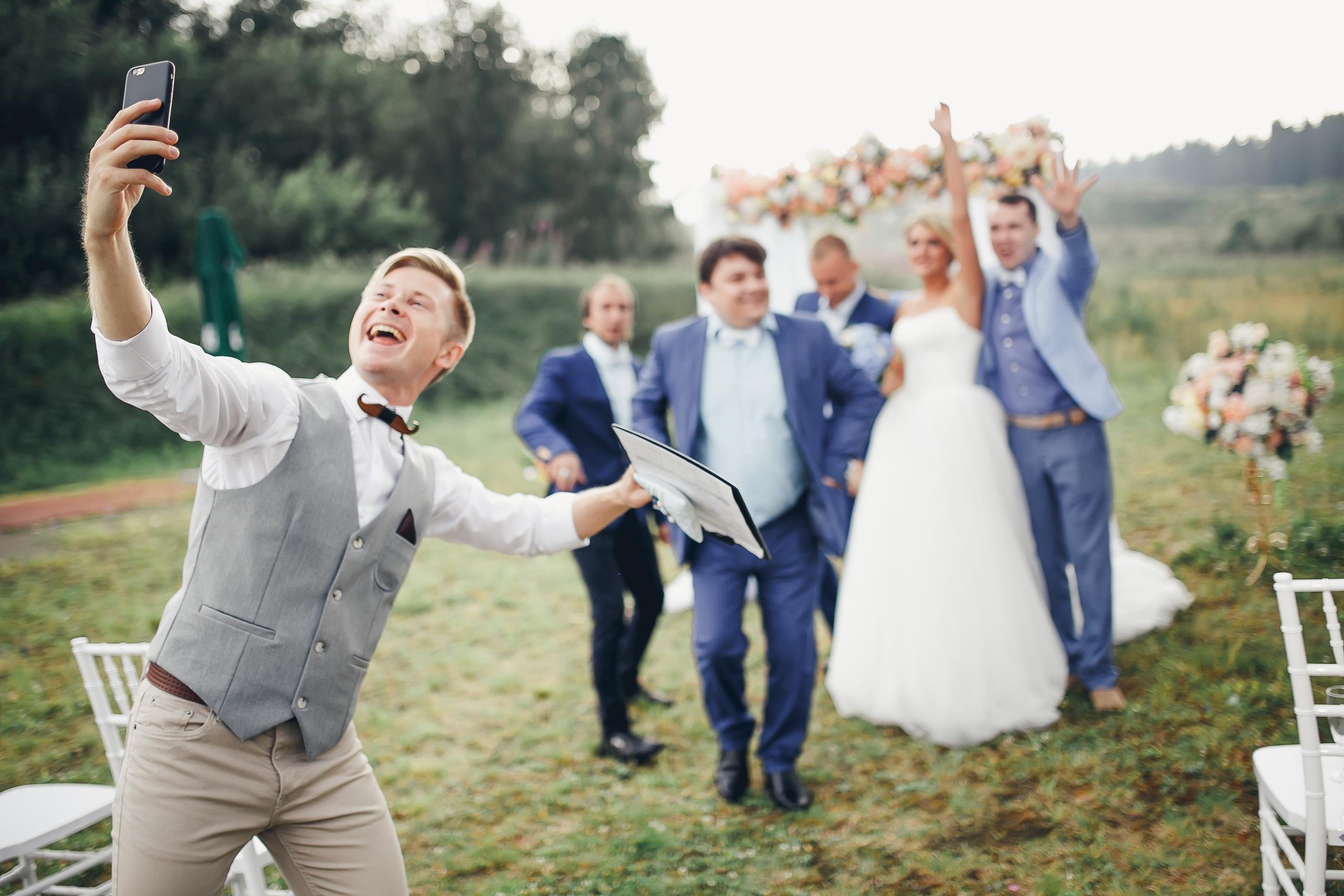 Ведущий на свадьбу мск