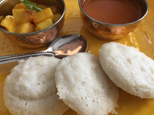 Idli (bolinho de arroz e feijão fermentados)