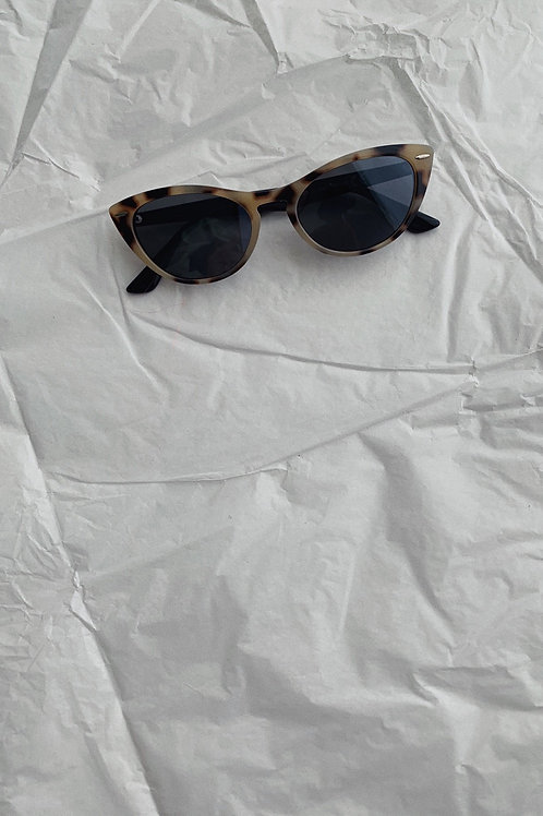 Retro Cat Eye Sunglasses In Cream And Brown