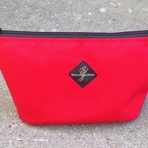 zipper pouch red.png