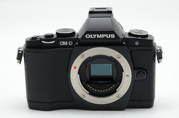 OLYMPUS  OM-D E-M5 ブラック ID 2b0740801