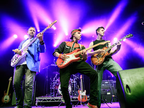 Money For Nothing - Dire Straits Tribute