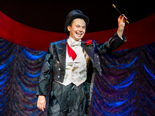 Magic Goes Wrong - Milton Keynes Theatre