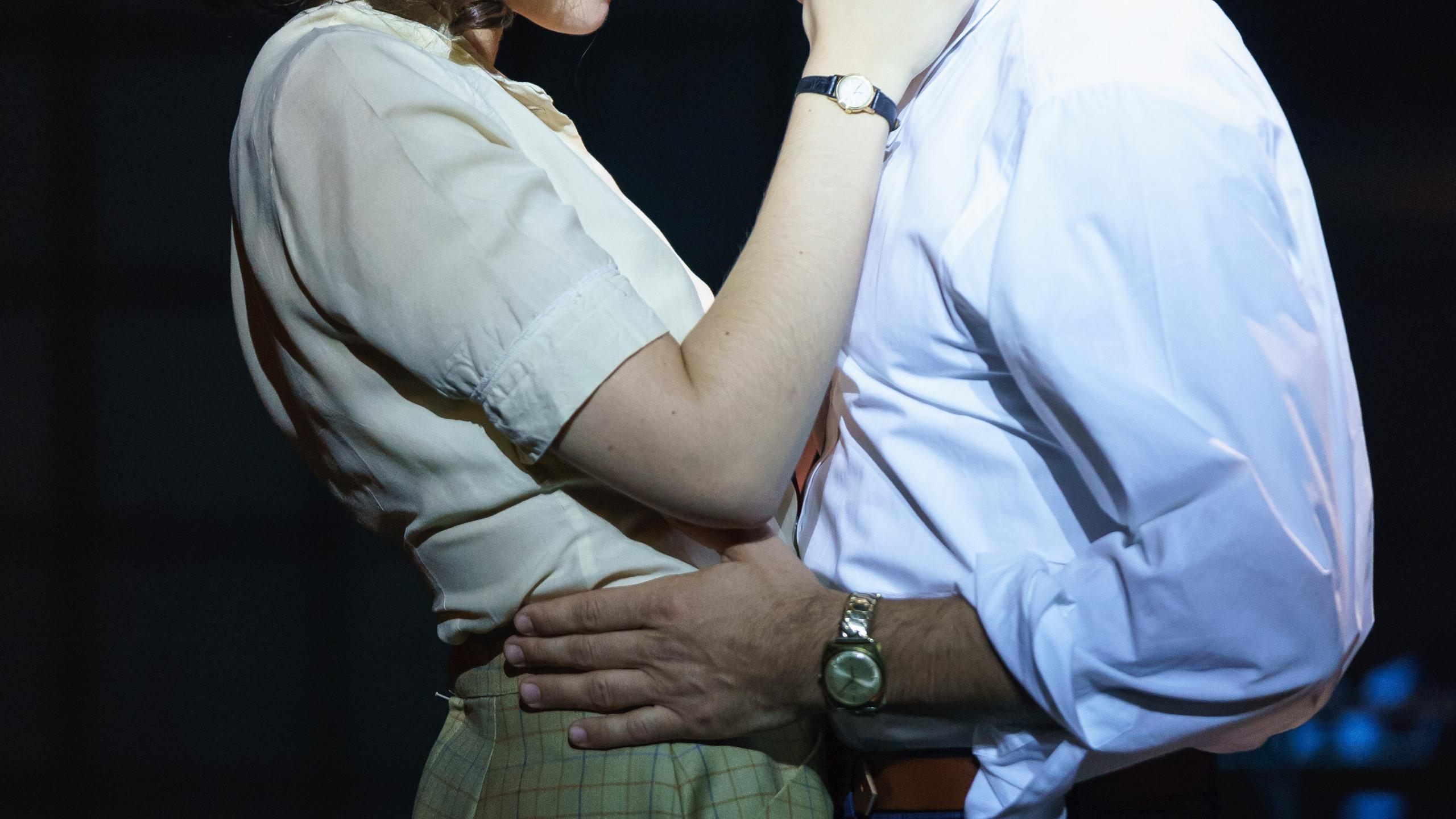 SUNSET BOULEVARD. Molly Lynch 'Betty Schaefer' and Danny Mac 'Joe Gillis'. Photo Manuel Harlan (2)