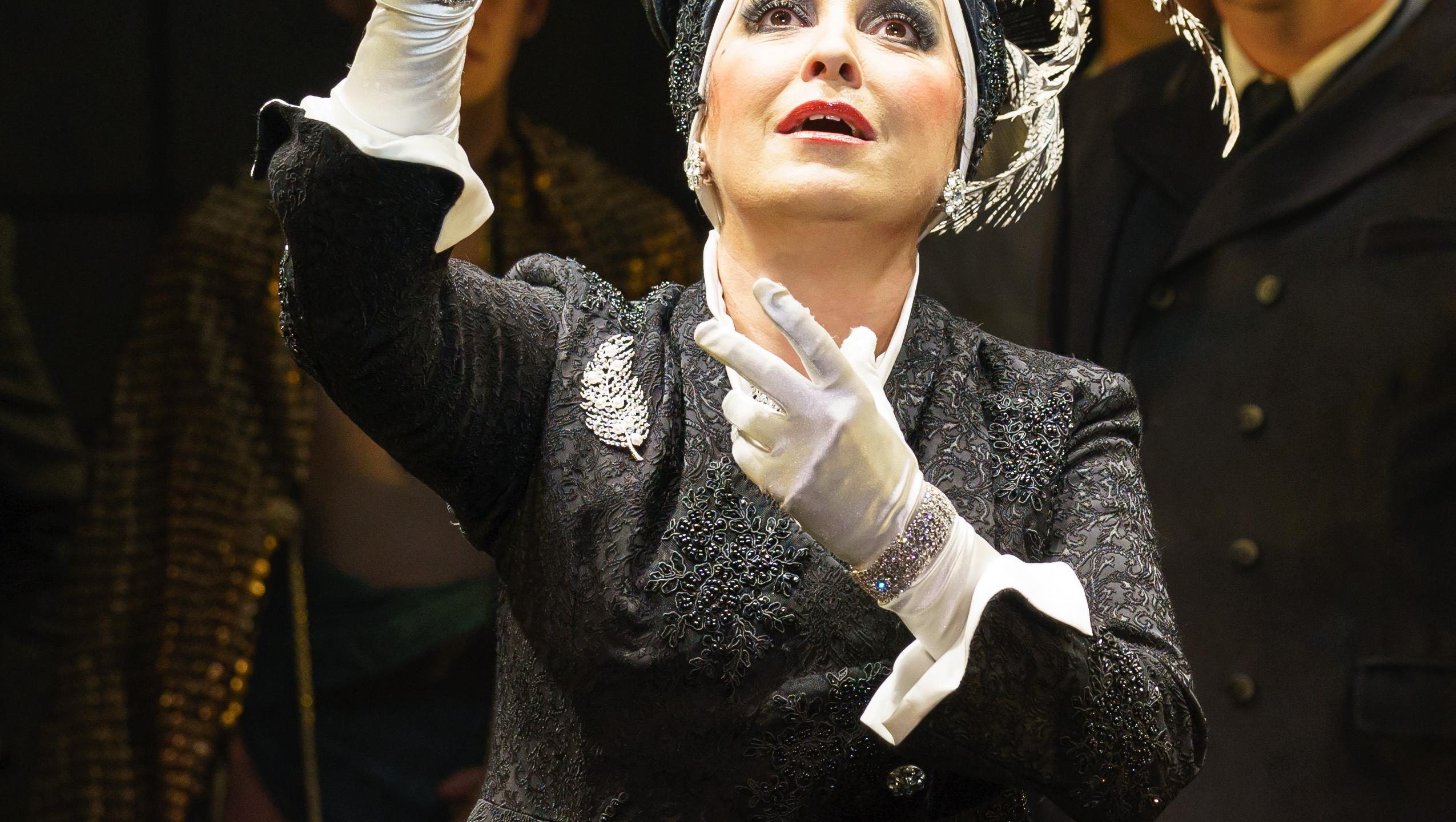 SUNSET BOULEVARD. Ria Jones 'Norma Desmond'. Photo Manuel Harlan (4)